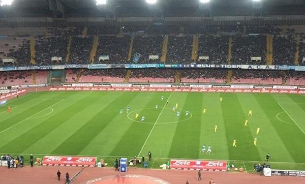 Napoli-Chievo 2-1 al 45′: Rigoni colpisce a freddo, Higuain-Chiriches ribaltano la gara