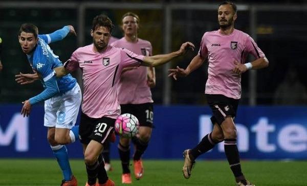 Palermo castigato da Higuain, il Napoli non molla la Juventus