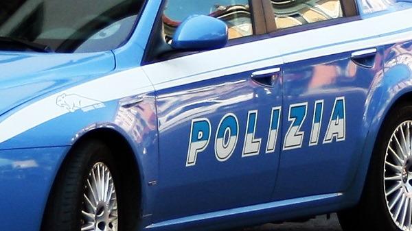 Napoli, rapine a studenti fuori scuola: arrestato 20enne