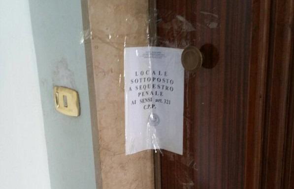 Scoperta casa a luci rosse all'Arenaccia, arrestato 50enne: clienti adescati online
