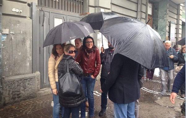 Corteo 25 aprile a Napoli, contestata Valeria Valente: urla e insulti – Video