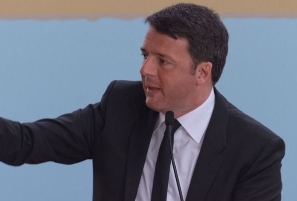 Renzi oggi in Campania, possibili contestazioni: già blindata l'area del San Carlo