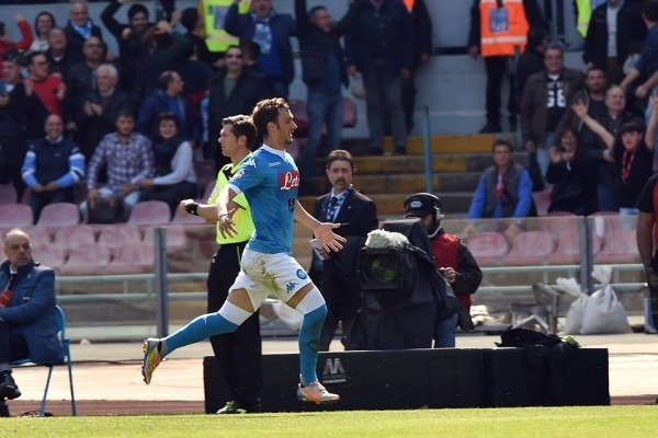 Napoli-Verona 2-0 al 45′: Gabbiadini e un rigore di Insigne spianano la strada