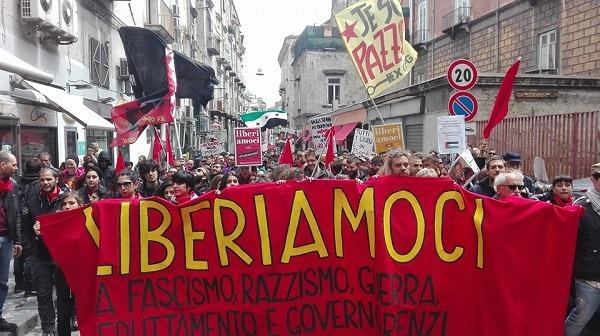Napoli, in 3.000 al corteo del 25 aprile: alla Sanità nel segno del no alla camorra