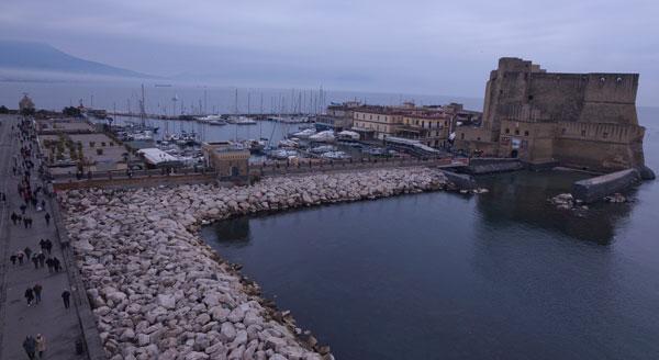 Maltempo a Napoli, annullate le celebrazioni pomeridiane del 25 aprile: rinvio al 1 maggio