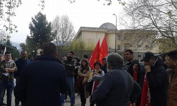 """I lavoratori Fca di Melfi: """"Non accettiamo governi imposti dalle banche e non dai cittadini"""""""