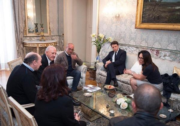 Grana-missioni per Valente. E i rivali l'attaccano per la riunione in prefettura con Renzi