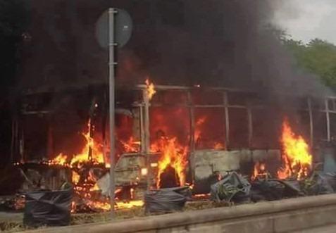 Ctp, in fiamme autobus della linea Napoli-Mondragone