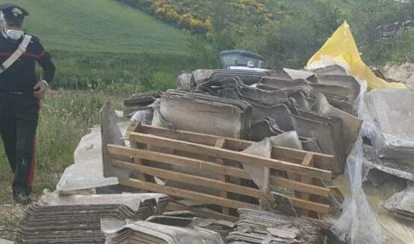 Bisaccia: 40 quintali di eternit abbandonati, sequestrato terreno agricolo