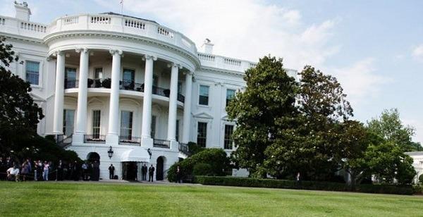 Spari vicino alla Casa Bianca, l'eterno ritorno del folle armato: preso il sospetto