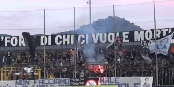 Napoli, Calcio: arrestati 5 tifosi partenopei
