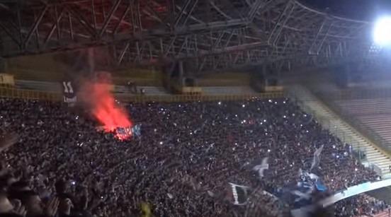 Niente fischi al Napoli che affonda con l'Atalanta, dalle Curve cori e sostegno al 90′