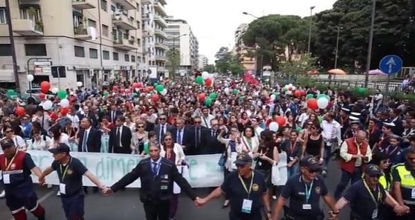 Anniversario strage Capaci, 50.000 studenti a Palermo sfilano contro la mafia