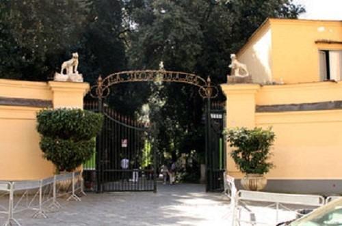 Maltempo, domani a Napoli chiusi parchi e cimiteri