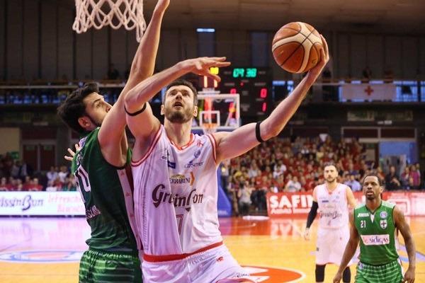 Avellino perde la finale dopo una battaglia a Reggio Emilia