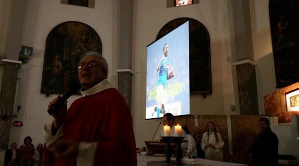 L'impresa di Higuain celebrata a messa, cori e video nella chiesa del Vomero