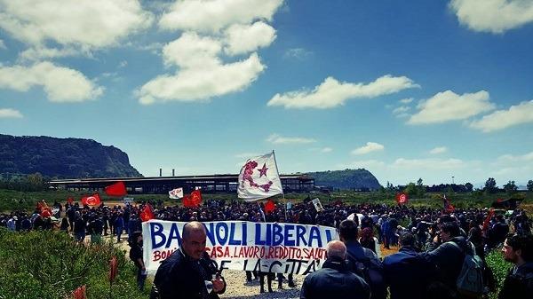 """Bagnoli, accusa degli attivisti: """"La Rai ci censura, ordine da Roma per non infastidire Renzi"""""""