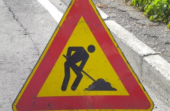Via Epomeo, intoppi nei lavori di ripavimentazione: prolungato al 30 giugno senso unico alternato