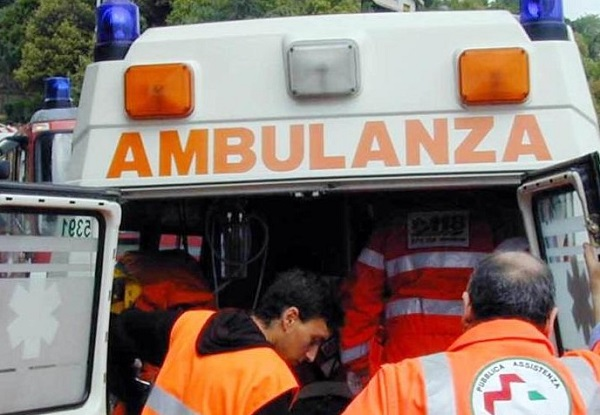 Eboli, fa esplodere botto illegale: ragazzino perde occhio e mano