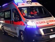 Napoli, banda giovanile sequestra ambulanza e personale 118: insulti e minacce a sanitari
