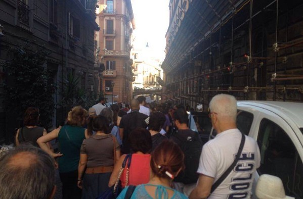 Chiusura reparti dell'Annunziata, Forcella si ribella: in oltre 100 al corteo di protesta
