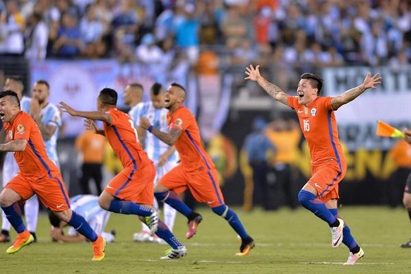 Coppa America, beffa bis ai rigori per l'Argentina: Messi fallisce dal dischetto e annuncia addio