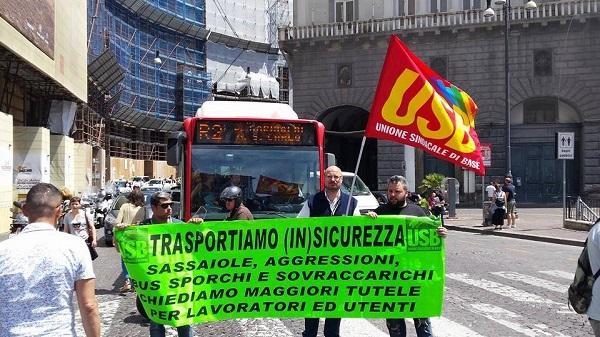 Presidio per l'autista aggredito a Napoli, chiesta la vigilanza armata sugli autobus