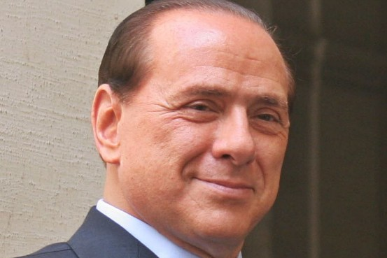 Al pregiudicato Berlusconi cittadinanza onoraria di un Comune del Salernitano
