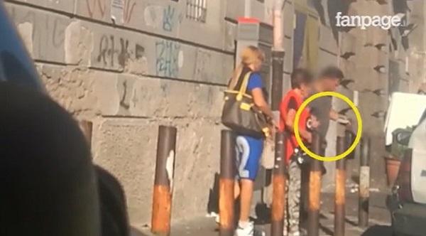 """Comunali a Napoli, video denuncia voti comprati. De Magistris: """"Senza brogli io al 51%"""""""