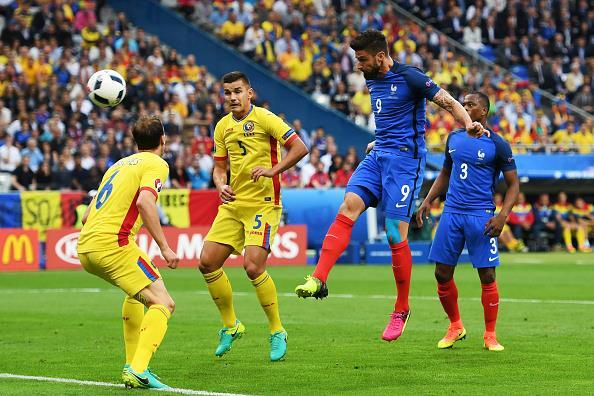 Via agli Europei della paura, la Francia vince col cuore in gola