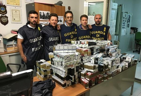 Mondragone:  nasconde in auto 60 kg di sigarette di contrabbando, arrestato