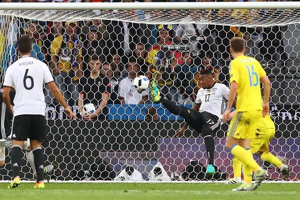 Gol e brividi, la Germania doma l'Ucraina