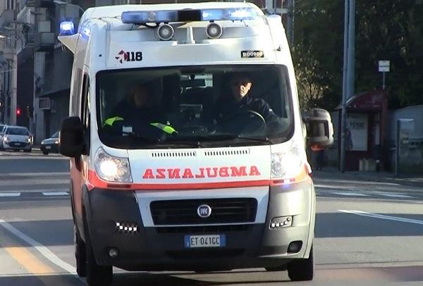 Portici, tenta di scavalcare cancello: giovane ferito gravemente