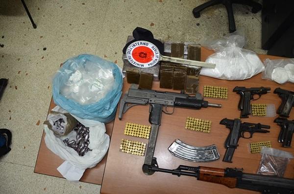 """Rione Traiano, sequestrate armi da guerra e droga: è l'arsenale per le """"stese"""""""