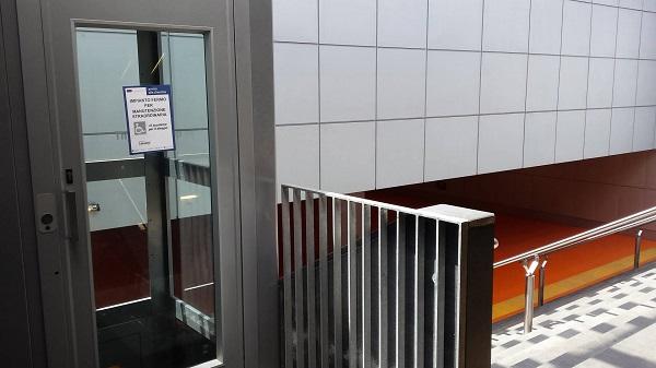 Stazione metrò Colli Aminei, ascensore disabili ko: denuncia dell'Usb
