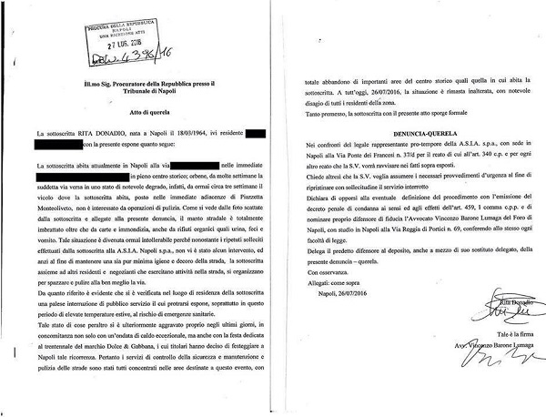 """""""Mancata pulizia da 3 settimane"""": al centro storico denunciano Asìa in procura"""