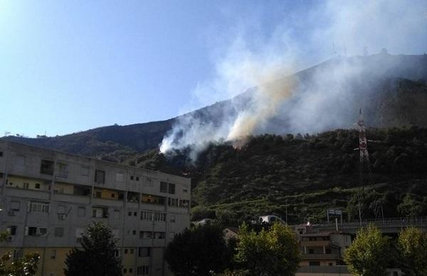 Nuovo incendio sui Camaldoli, sgomberate case a Soccavo