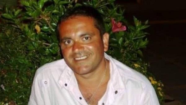 """San Giovanni a Teduccio, addio all'operaio suicida. A moglie e figlie: """"Senza lavoro non ha senso"""""""