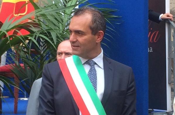 """De Magistris: """"Voglio dialogare con Renzi ma non sarò mai il suo signor sì"""""""