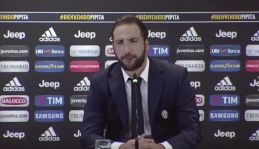 """Higuain si scusa con tifosi e squadra e attacca De Laurentiis: """"Via da Napoli per colpa sua"""""""