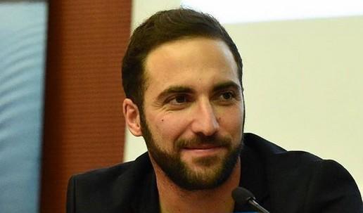 Accordo Higuain-Juventus fin dal 13 luglio, a giugno rifiutata prima offerta