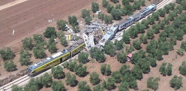 Scontro fra treni nel Barese: ci sono morti e decine di feriti