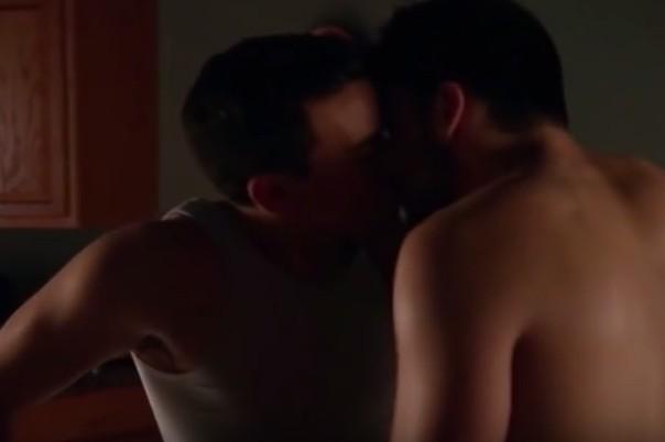 Scene gay censurate nel legal thriller, sul web scoppia la protesta: #Raiomofoba