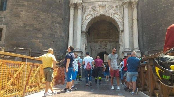 """Napoli, i disoccupati occupano il Maschio Angioino: """"Usare fondi Ue per progetti lavorativi"""""""