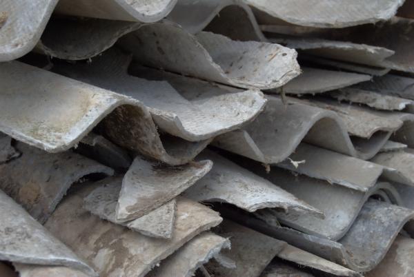 Amianto a Napoli, 125 abbandoni: 4 cantieri sequestrati a giugno