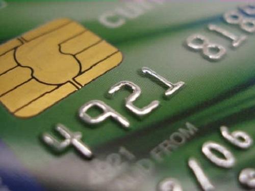 Clonavano carte di credito per prenotare vacanze a Ischia, 5 denunciati
