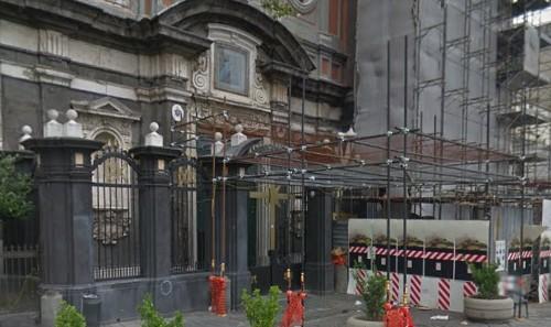 Napoli: non lo accolgono in moschea, prega in chiesa sul tappetino. Bloccato dall'antiterrorismo