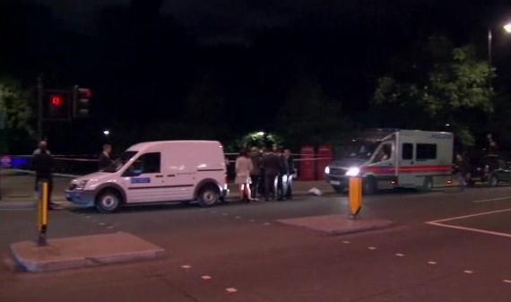 Londra, attacca passanti al centro: uccisa donna, 5 feriti