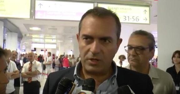 "Referendum, de Magistris infierisce: ""Costituzione salva, popolo respinge lo stalker Renzi"""