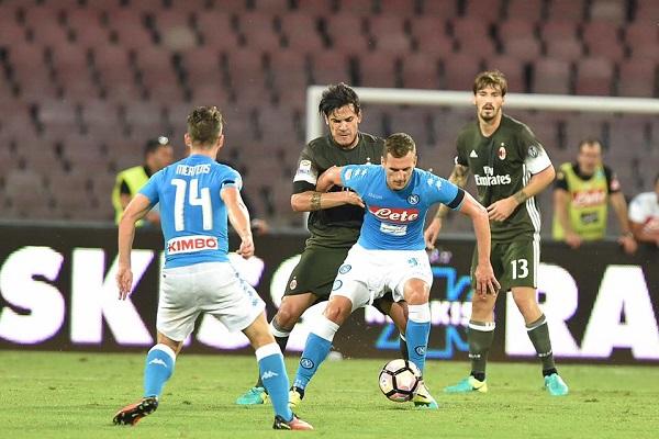 Napoli-Milan 2 a 0 dopo il primo tempo: Milik conquista il San Paolo con una doppietta in 45'